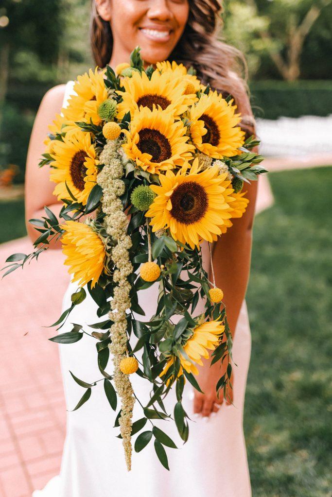 beautiful-sunflower-large-bride-bouquet-suessmoments-terrace-on-the-park-wedding-theme-suessmoments-photographer