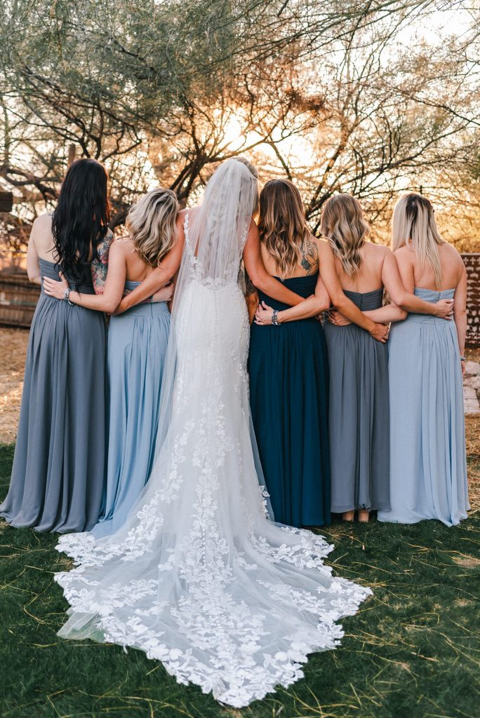whispering-tree-ranch-wedding-photos-bridal-party-golden-hour-suess-moments