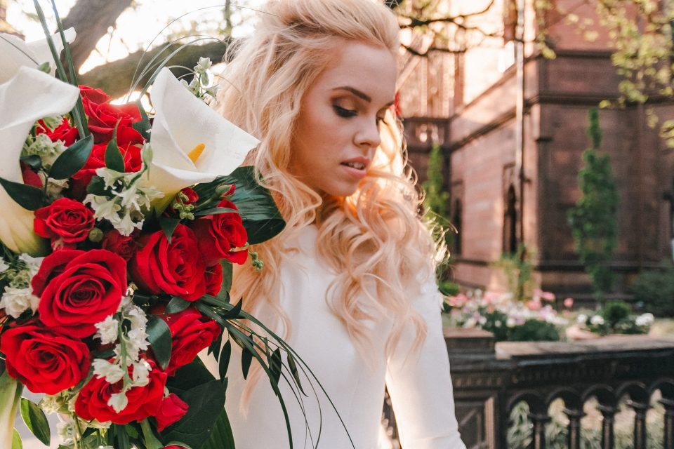 brooklyn-photographer-suess-moments-golden-light-red-roses