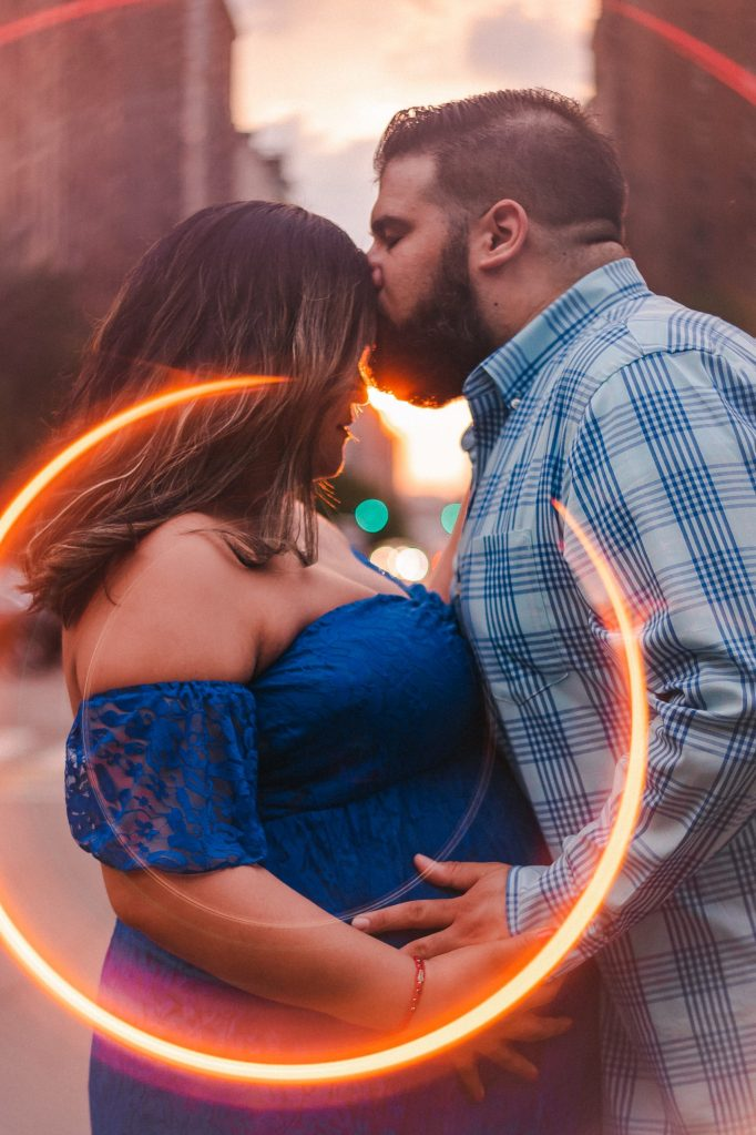ring-of-fire-golden-hour-maternity-photos-suess-moments
