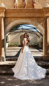 white-backless-dress-suessmoments