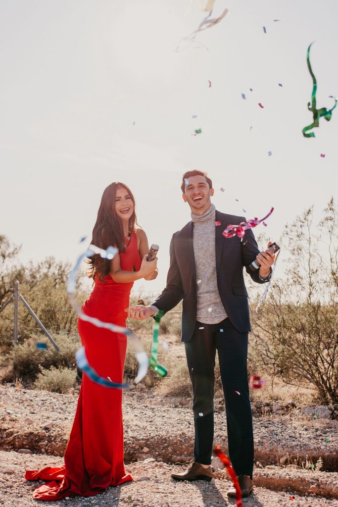 new-river-arizona-engagement-photos-in-desert-by-suess-moments-photography