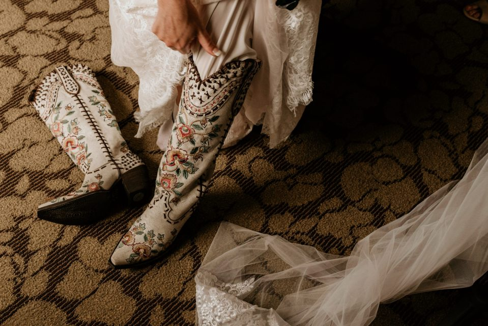 fall-wedding-photography-nyc-new-york-wedding-photographer-triplebrook-campground-bridal-party-getting-ready