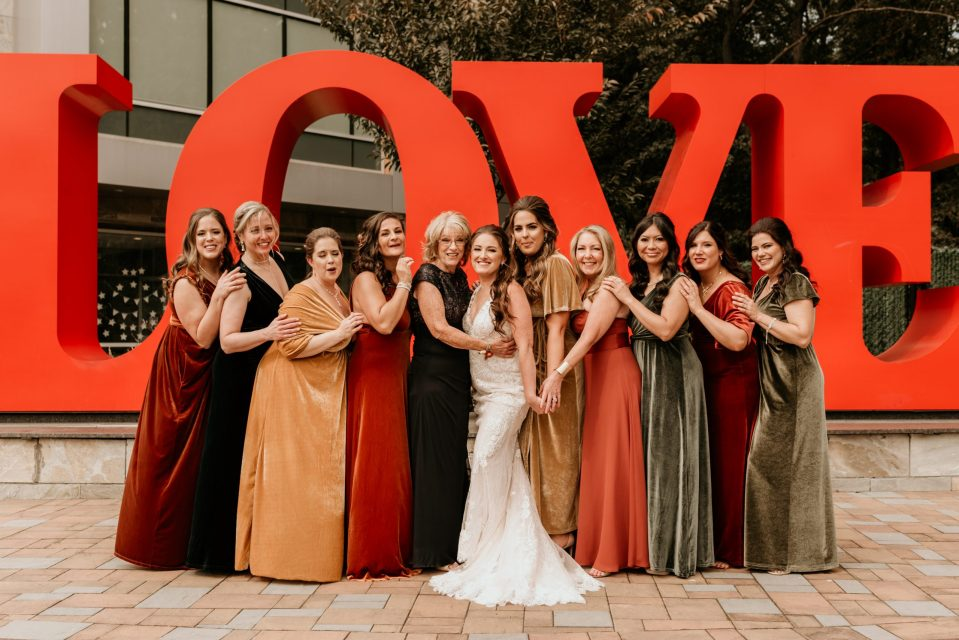 love-sign-wedding-party-photos-by-suessmoments