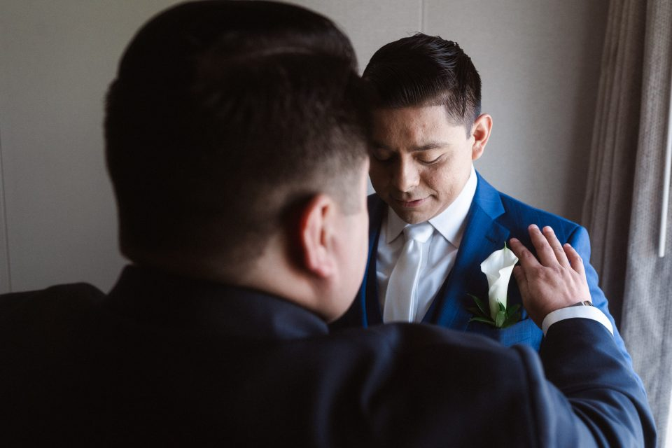 groom-getting-ready-by-a-window-suessmoments-photography
