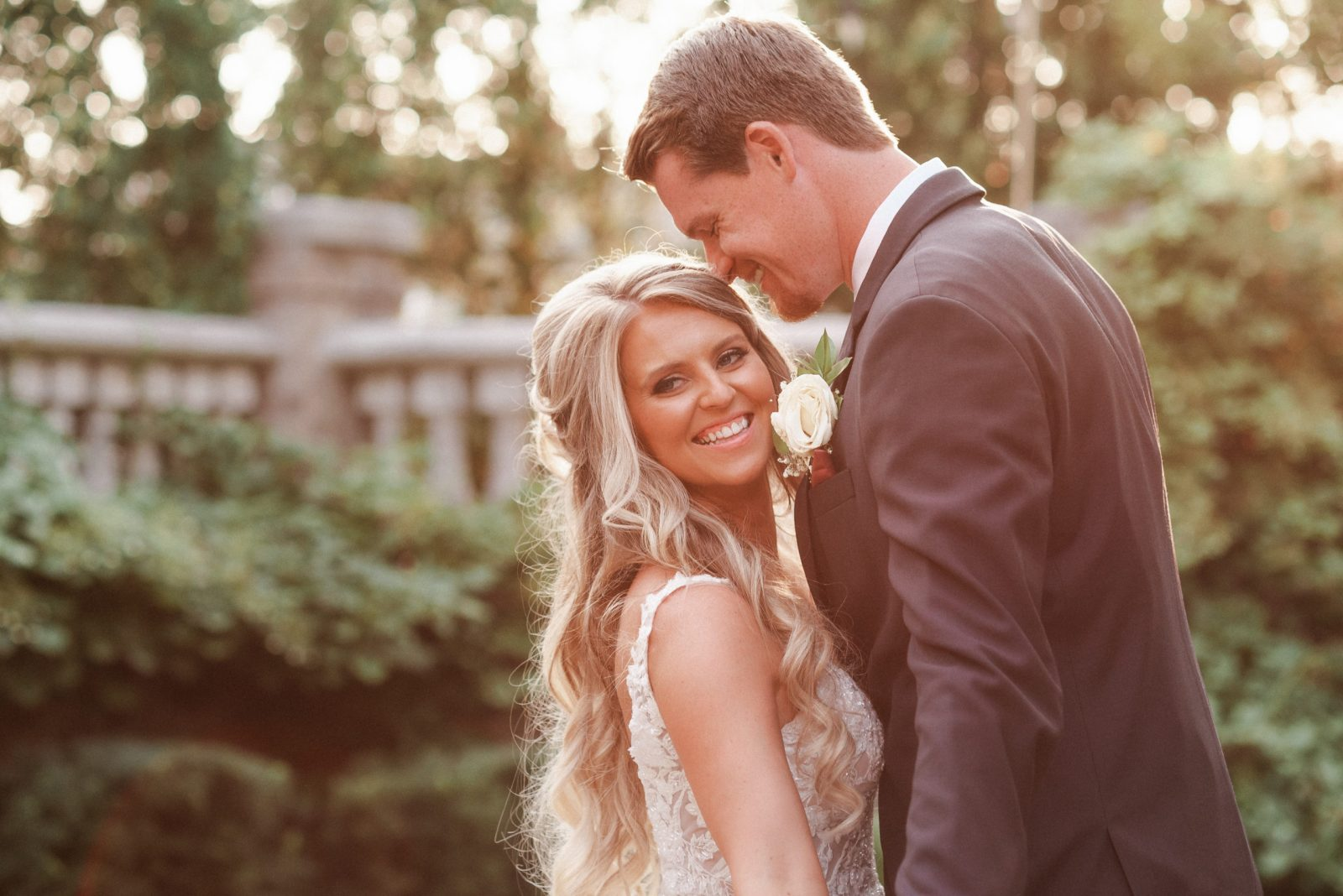 golden-hour-wedding-photos-at-the-brownstone-nj-photography-by-suess-moments