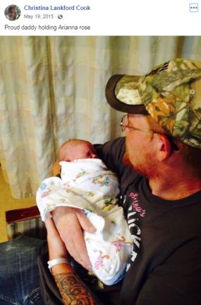 Aaron holding newborn Arianna on May 19, 2015. (Image: Facebook)
