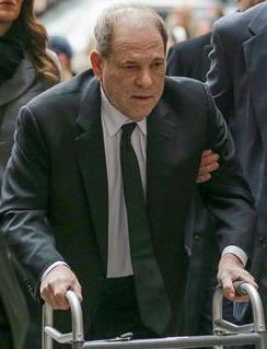 Harvey Weinstein faking needing a walker