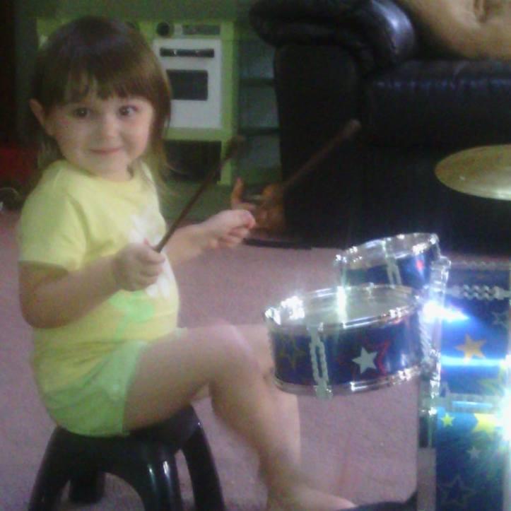 Averylee Hobbs drums