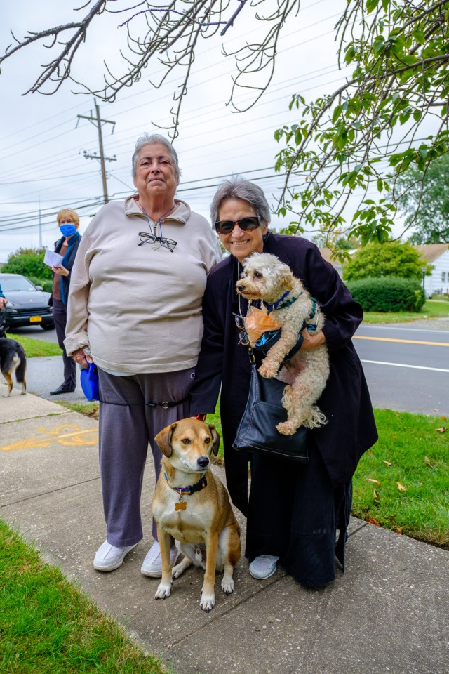 Jeannette Vera and Gi Eisen with Sammy, the retriever mix, and Paco. (Credit: Jeremy Garretson)