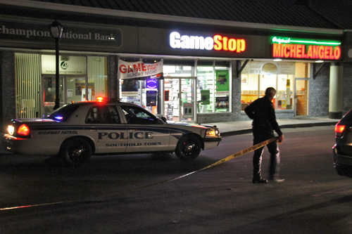 PAUL SQUIRE PHOTO | A Southold police officer ropes off the scene of an armed robbery at the GameStop in Mattituck Tuesday night.