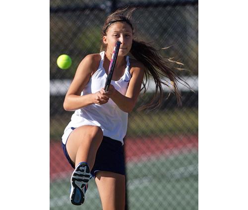 Mattituck freshman Drew Hahn returning a shot during her fourth singles match against Eastport/South Manor junior Olivia Mann. (Credit: Garret Meade)