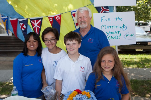 Raising money for Sandy repairs.  From  left:  Hannah Murphy, 13, Pria Dahiya, 12, Micky Kalich, 10, Barry Murphy, and Ava Sannino, 10. (Credit: Katharine Schroeder)