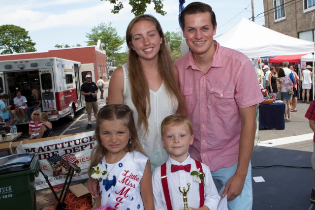 The winners with co-hosts Molly Kowalski and Christian Montgomery. (Credit: Katharine Schroeder)