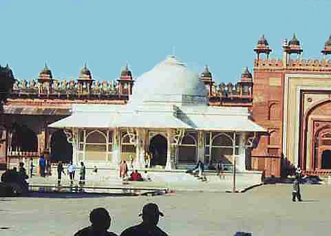 The front of the dargah of Hazrat Salim Chishti