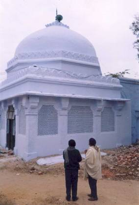 The dargah of Makhdum Sama'uddin Suhrawardi