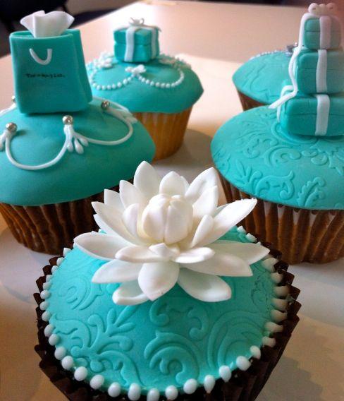 Dahlia flower cupcake