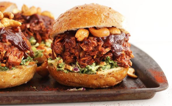 Jackfruit Burger (Instagram photo: @the.plantry)