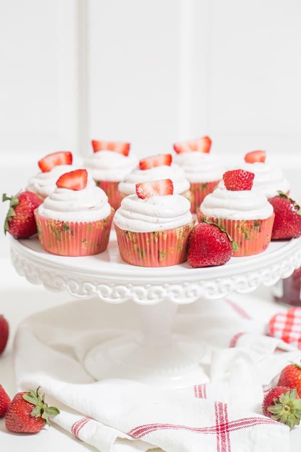 StrawberryCupcakes_MarthaStewart_1