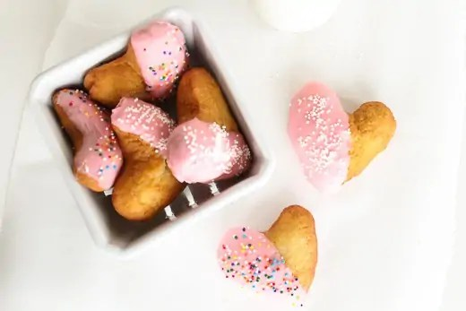 Eats: The best heart shaped donuts | Sugar & Cloth Recipe - Houston Blogger
