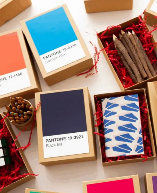 Merry and very bright holiday DIY's - Sugar & Cloth - Brit + Co DIY pantone gift boxes (or advent calendar)