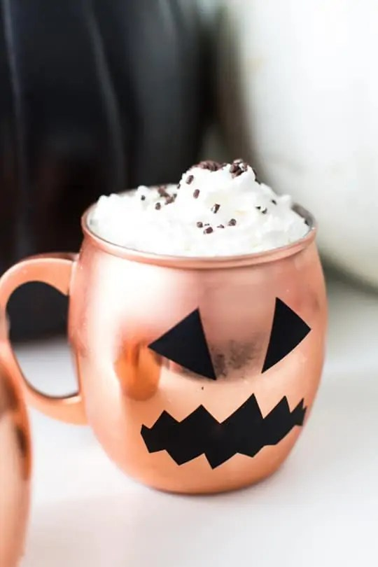 DIY halloween glassware decals | sugarandcloth.com