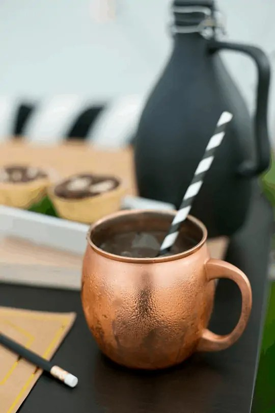 moscow mule with smirnoff ice recipe | sugarandcloth.com