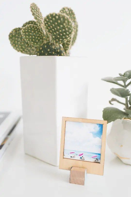 DIY wooden polaroid stands | sugar and cloth