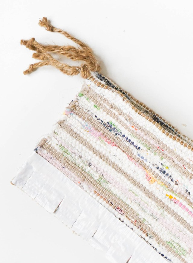 DIY Rag Rug Storage Baskets by Sugar & Cloth, an award winning DIY, home decor, recipes blog.