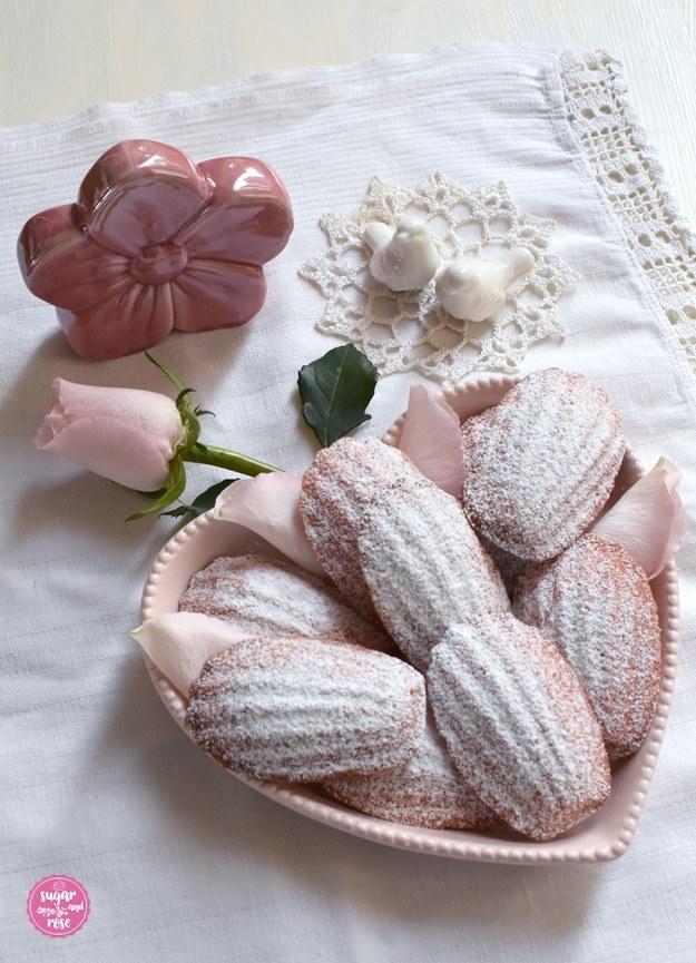 Madeleines in rosa Herzschale