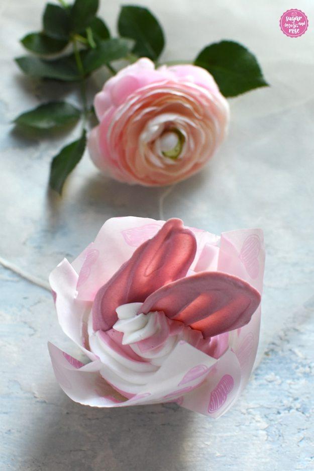 Brushstroke Cupcake mit Rose