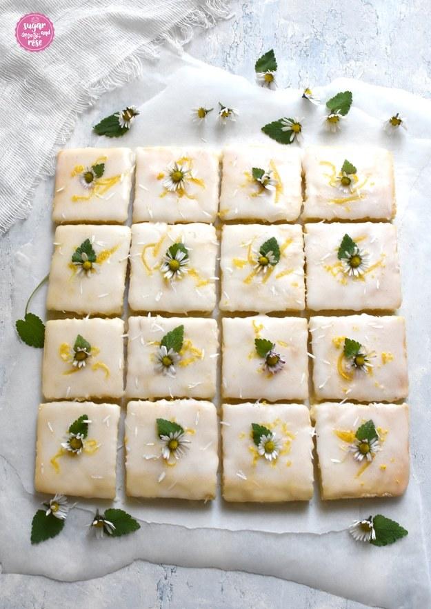 Lemonies mit Zitronenglasur und Gänseblümchen