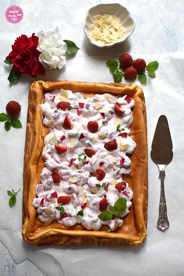 Topfenauflauf mit Skyr und Erdbeeren