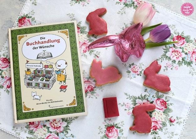 """Osterhasen-Kekse, ein Schokoladenosterhase in pink Staniolpapier und Buch """"Die Buchhandlung der Wünsche"""""""