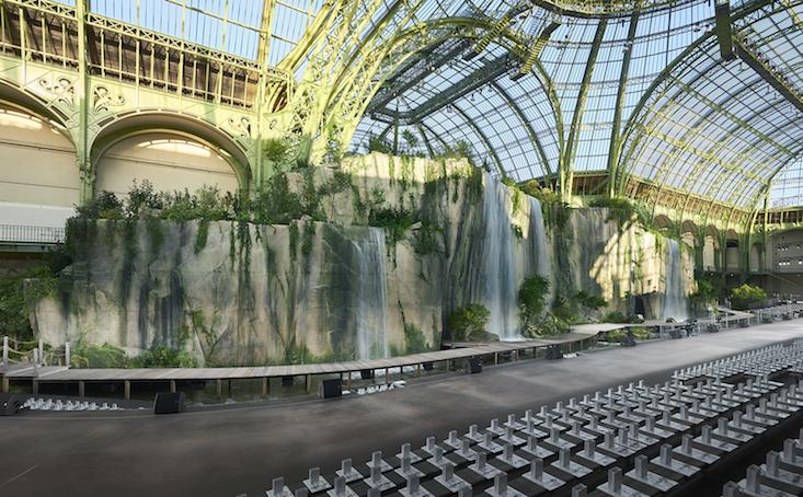 Chanel refuerza su compromiso con París