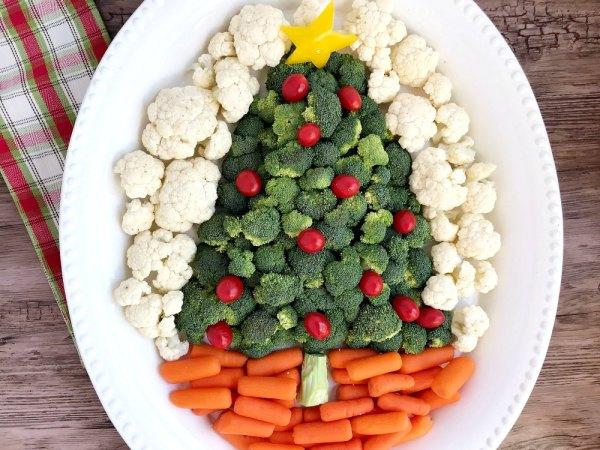 Christmas Tree vegetable veggie tray carrots cauliflower broccoli pepper star from sugar bananas Christmas Party Buffet Food Ideas