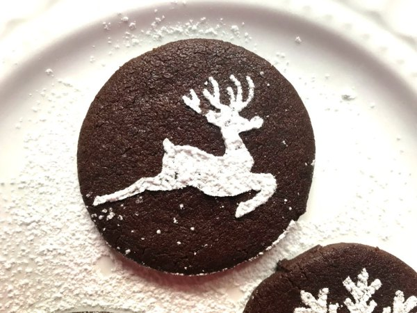 Stenciled reindeer cookie with powdered sugar Christmas Party Buffet Food Ideas from sugar bananas