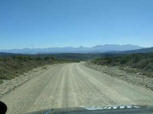 The Swartberg in the distance on the way to Gamkaberg