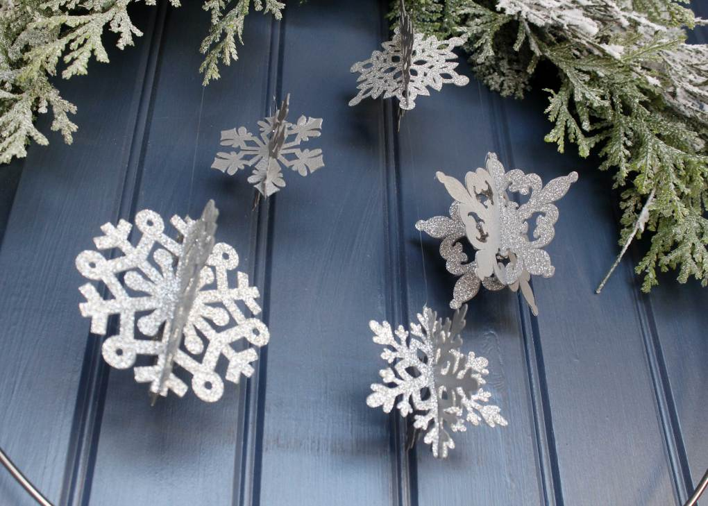 Winter Snowflake wire wreath get the full tutorial and make your own at sugarcoatedhousewife.com