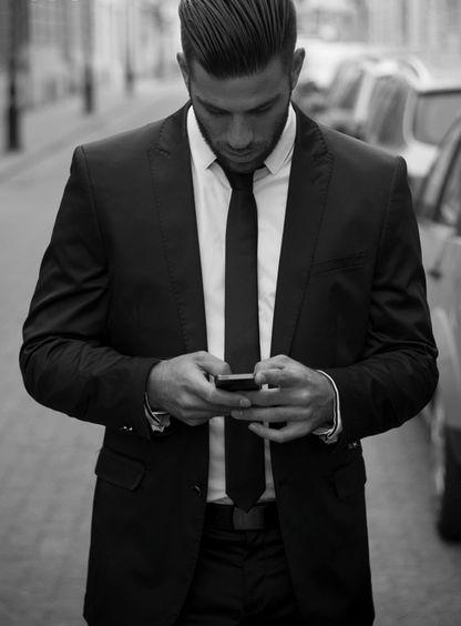 man texting woman