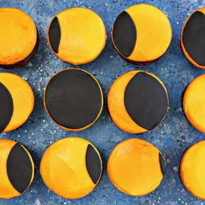 Eclipse Cupcakes | From SugarHero.com