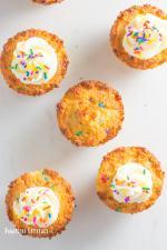vanilla keto birthday cake cupcakes