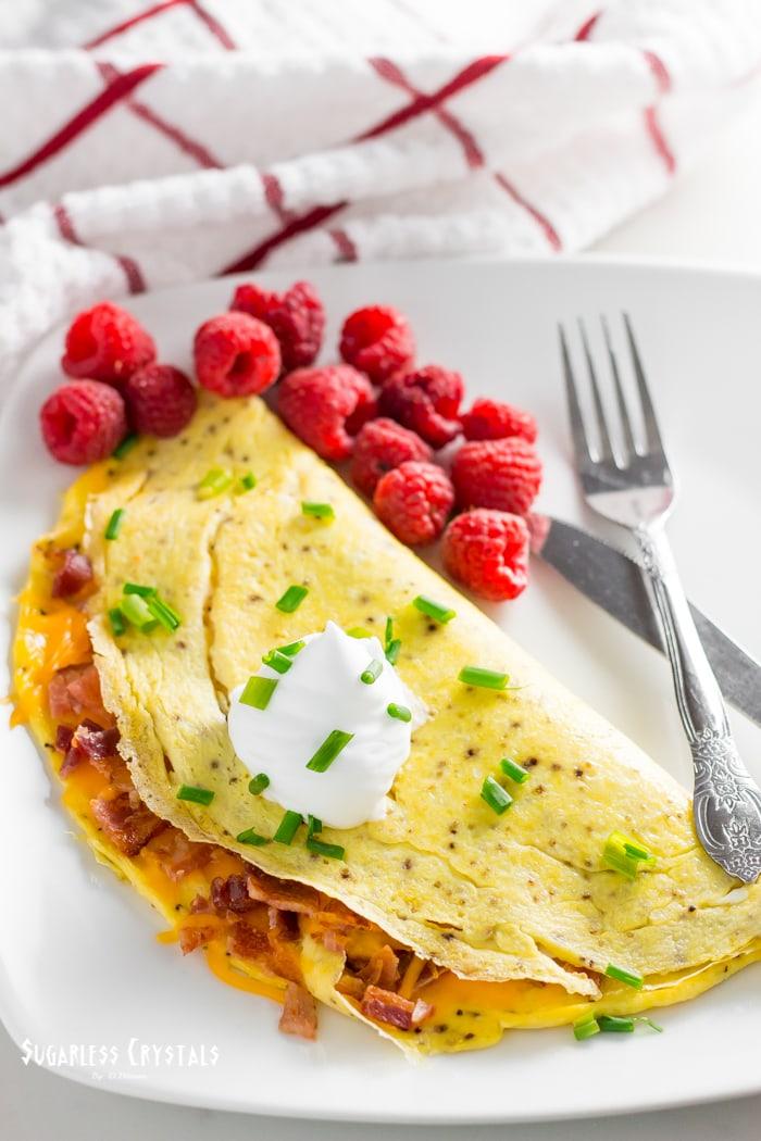 keto omelette with raspberries