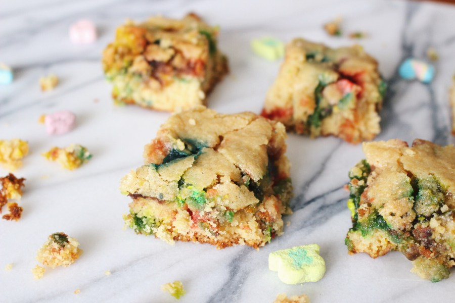 Lucky Charms Marshmallows Blondies