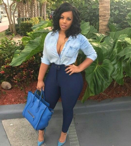 Sugar Mummy In USA Want To Shower YOU With Gifts And Money