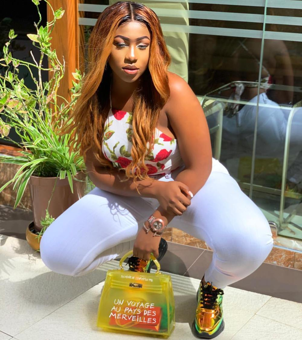 This Rich Sugar Mummy Is Now Available For You