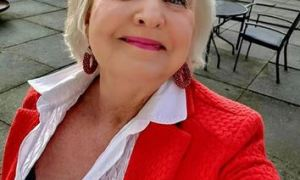 Chat With Divorced Sugar Mommy In UK