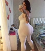 This Rich Sugar Mommy In USA Wants To Have A Date With You -  Are You Available?