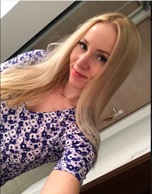 Chat With This Rich Californian Sugar Mummy, She Is Ready To Spend On You