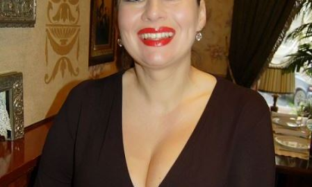 Rich Sugar Mummy In California, USA Is Interested In Dating You